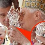 Benedikt bozkáva krv Jána Pavla II
