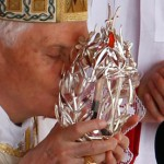 Pope-Benedict-XVI-kisses-the-glass-reliquary-containing-blood-of-the-late-Pope-John-Paul