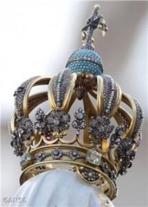 koruna zo zlata a diamantov na Fatimskej soche Panny Márie