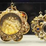 relikvie svätých, ktoré nosili na krku katolícki hodnostári